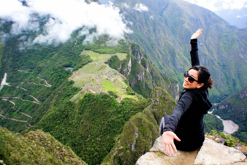 woman on the mountain huayna picchu